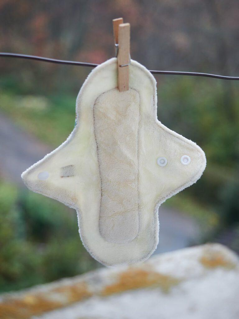 Secar las compresas de tela al sol para que queden muy limpias